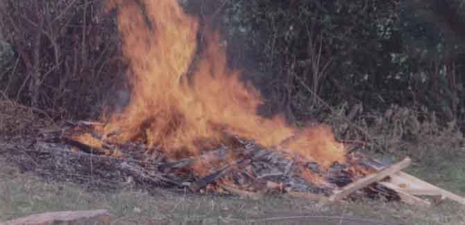 El Nogalito y la quema de una casa en video